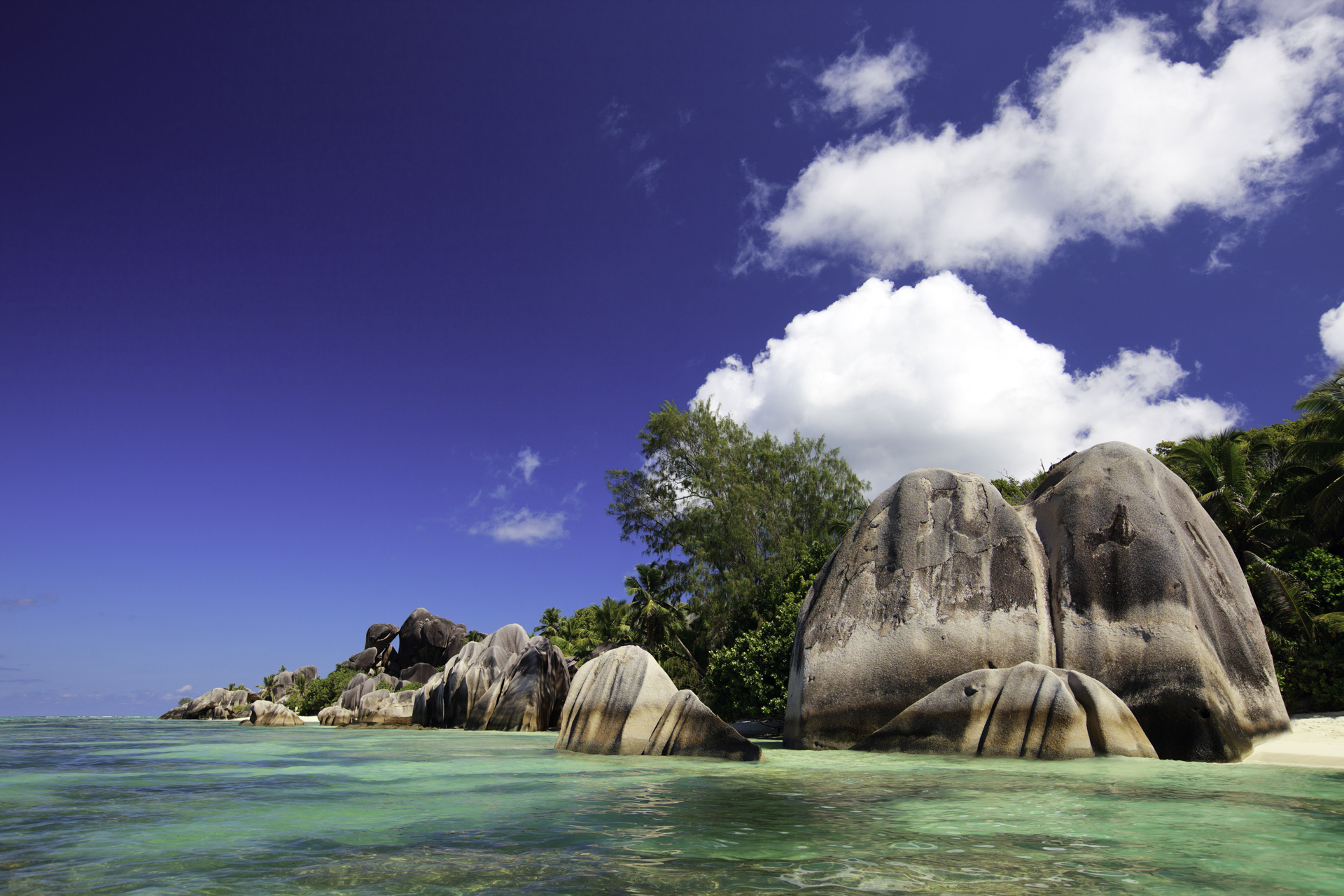an overview of the seychelles islands Seychelles is a unique environment, which sustains a very special biodiversity it is special for a number of different reasons these are the oldest oceanic islands.